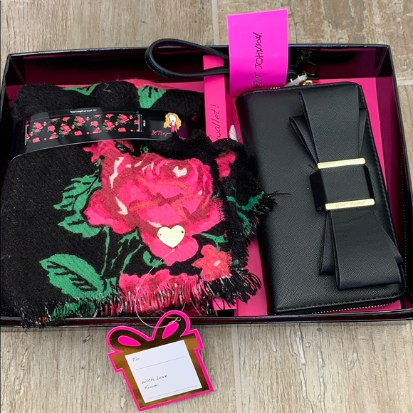 Betsey Johnson wallet and scarf gift set